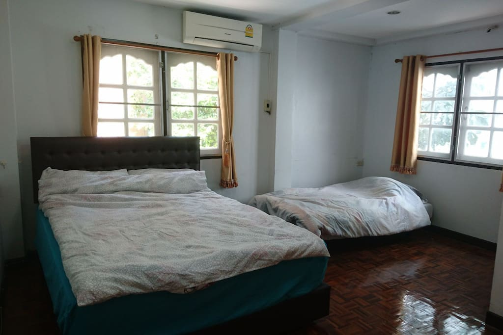 2F GUEST ROOM, Queen Size Bed & Extra Bed(Sofa Bed)