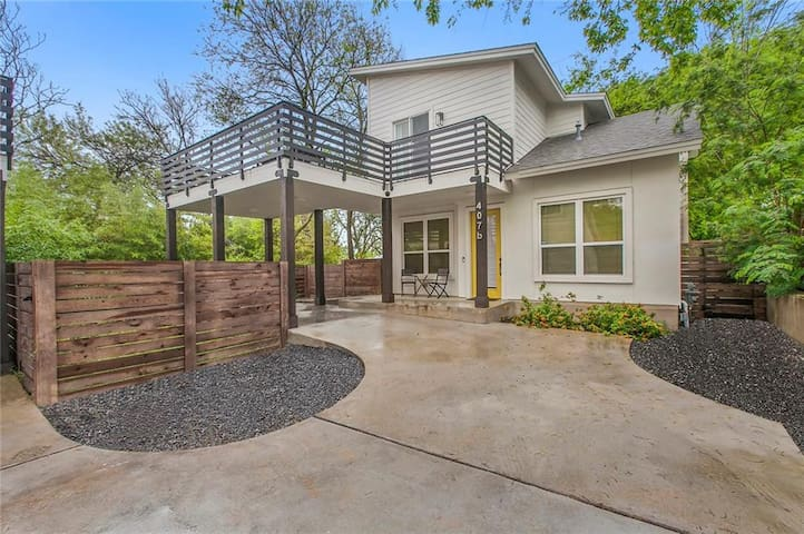Stylish & Tranquil 3BR - Steps to all the action!