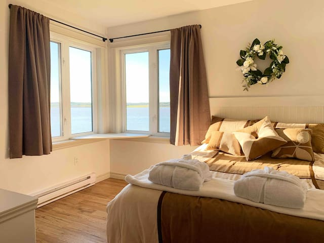 If you like getting up with the sunshine, then you're in for a treat as you wake up to the sounds and sights of the river.  These blackout curtains can also come in as useful when you need that extra time to rest.