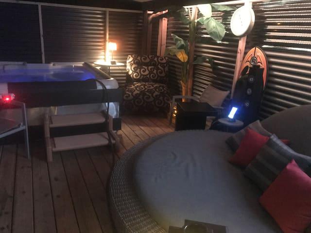 Resort Style Hut with 5 Star Amenities