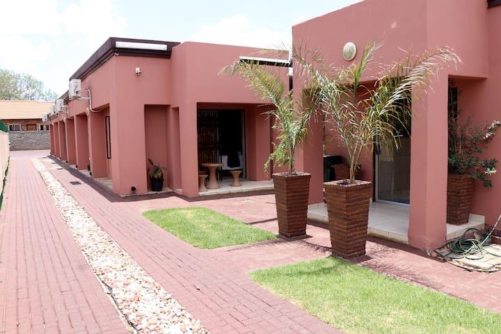 Tshenolo Guest House