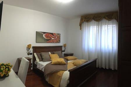 CAMERA MATRIMONIALE ARANCIO + BAGNO - PADOVA - 公寓
