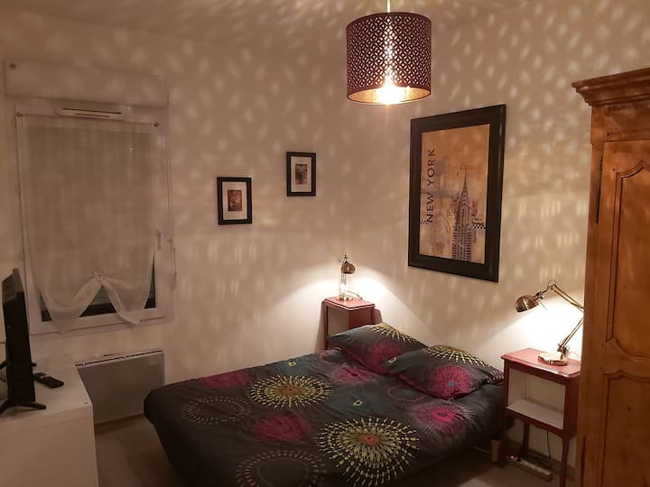 Chambre calme, plein centre, avec douche privée