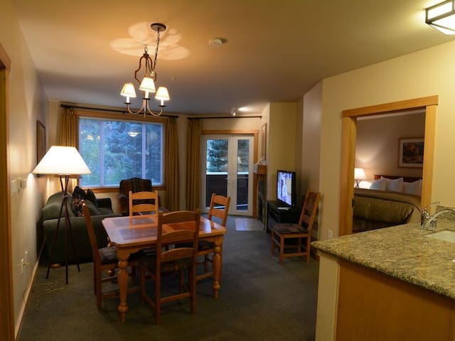 Quiet JS Lodge  Ski In/Out 2BR/2BA sleeps 6