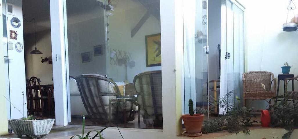 1 Quarto com Banheiro - Jardim América - Bauru