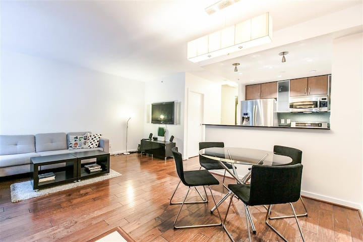 New | 1300 sqft | Yaletown | Parking | 2 Bd 3 Bath