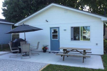 Erieau cottage rental,, The Boathouse