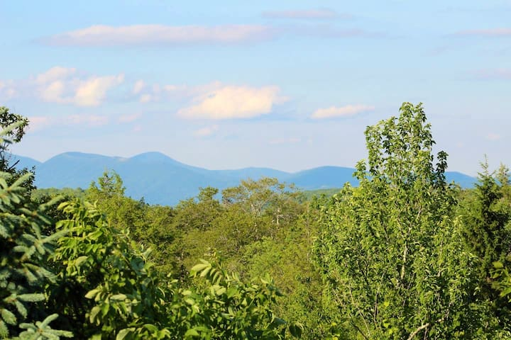 Mountain View, Hike & Bike, overlook barn & OZ