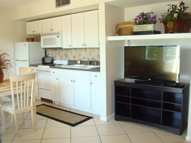 Living/Dining Room open concept - new Flat Screen TV!