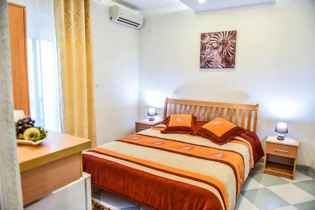 Motel ajana deluxe double room whith balcony boutique for Betten motel one