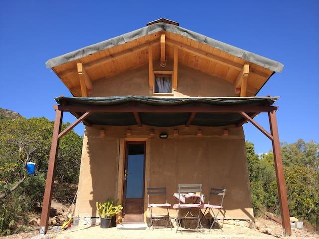La casa di terra per una vacanza fuori dal tempo