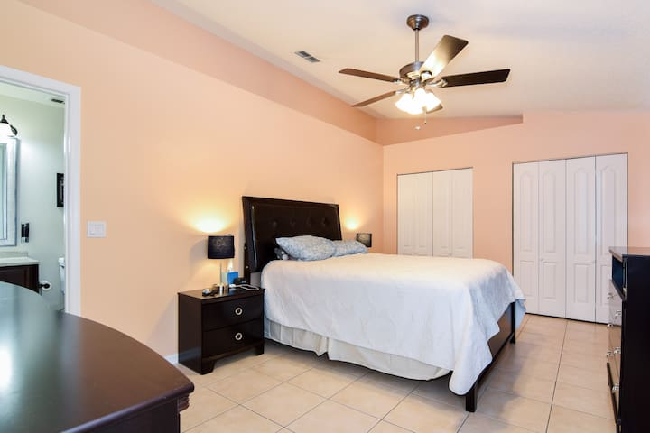 ★Private Bathroom★Netflix,WiFi,freeParking,Coffee,