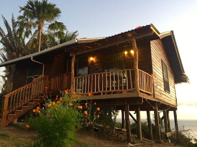 Laguna Azul - Jose Santos Guardiola - Kisház