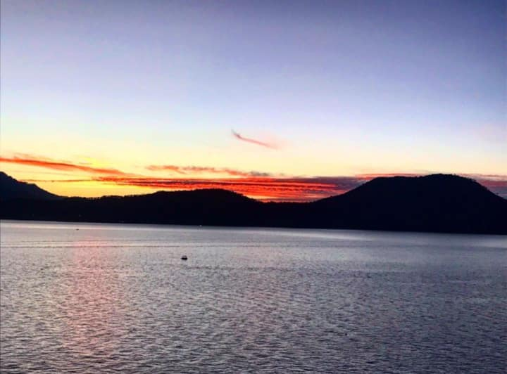 Espectacular vista de lago y muy cerca del pueblo!