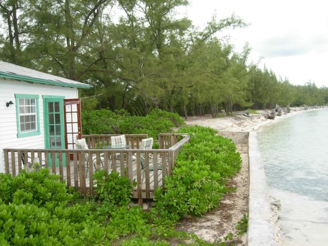 Cozy cottage on semi private beach - North Andros - Flat