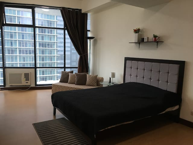 BIG Studio unit  in ADB ave. Ortigas near SM mall
