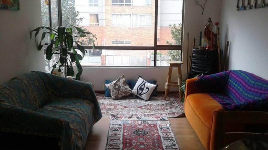 Lindo cuarto! Muy cerca del aeropuerto y terminal - Bogotá - Apartemen