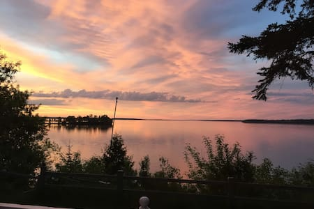 Stunning Lake-front Home, Walk to Trails and Town! - Walker