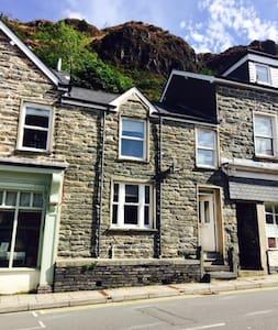 Cosy stone terraced village centre - Gwynedd - Dům