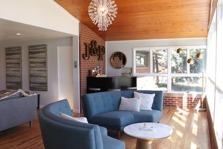 Beautiful mid century modern home - Wheat Ridge