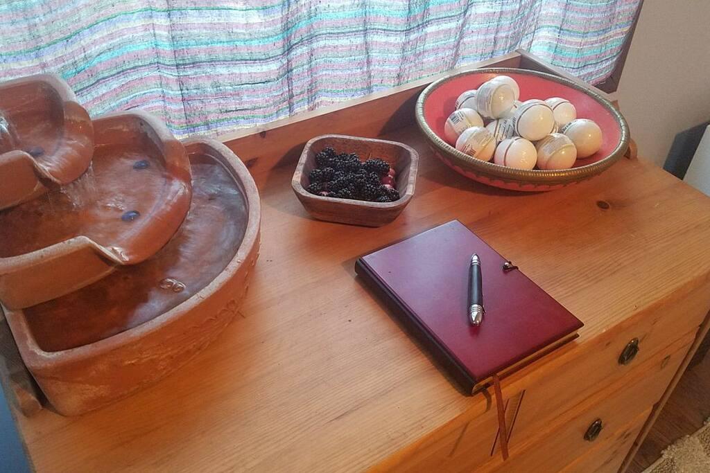 desk fountain and bathbombs! (new)