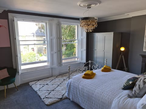 Earlham Boutique  Beautiful 1 Bedroom Apartment with Free EV Charge