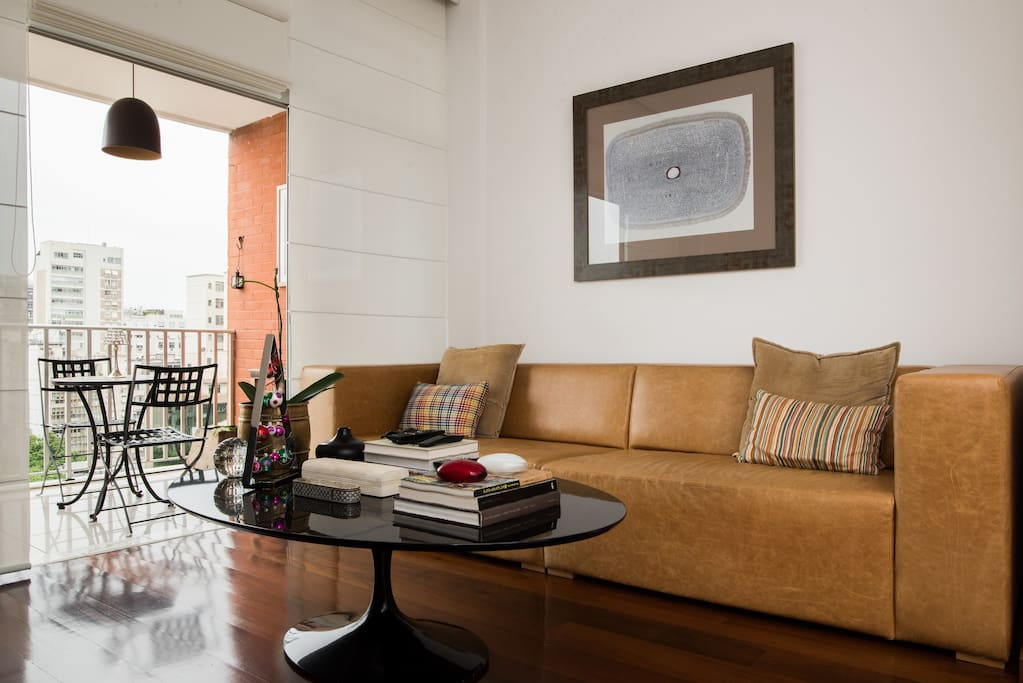 Leather couch and the balcony facing Ipanema sea