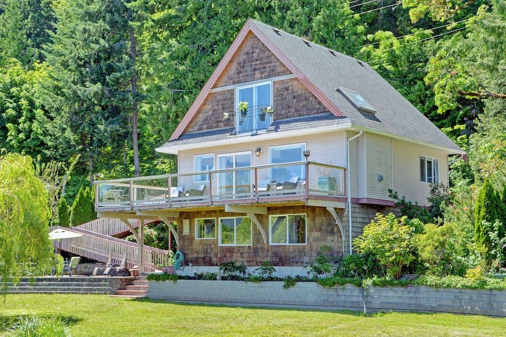 Waterfront House on Shawnigan Lake
