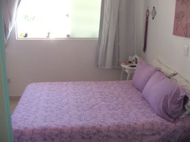 Suíte da frente com cama de casal