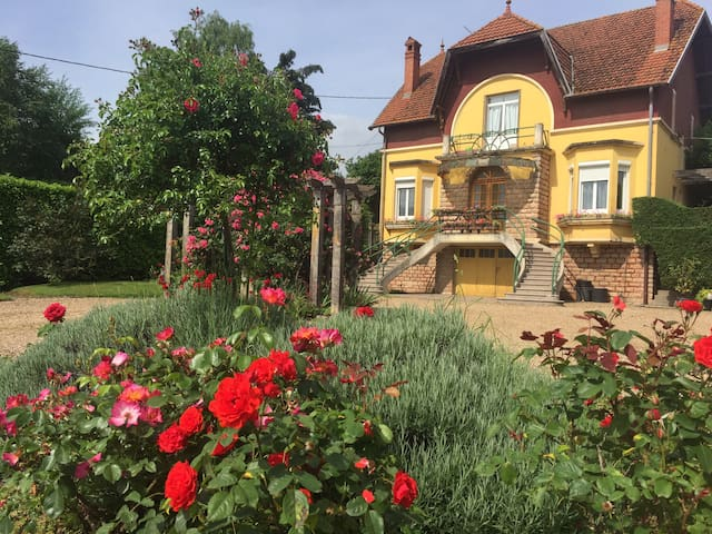 Bourgogne grande maison avec jardin à la française