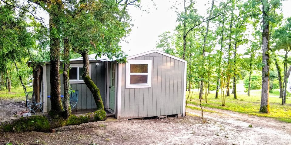 Guest tiny house, stone's throw from Lake Athens