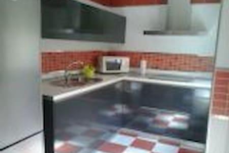 Habitación en piso céntrico. - Guadix