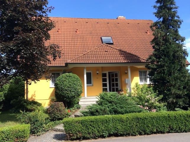 Schöne, helle Ferienwohnung in ruhiger Lage - Moritzburg - Niezależne mieszkanie