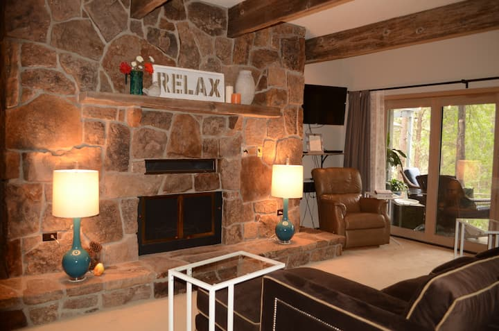 Peaceful Forest Retreat~15 min from USAFA~2bd/2bth