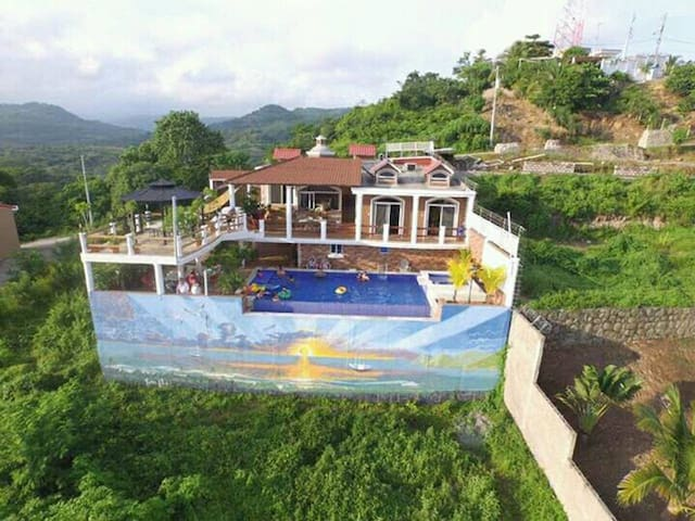 Habitación en casa con piscina y vista al mar