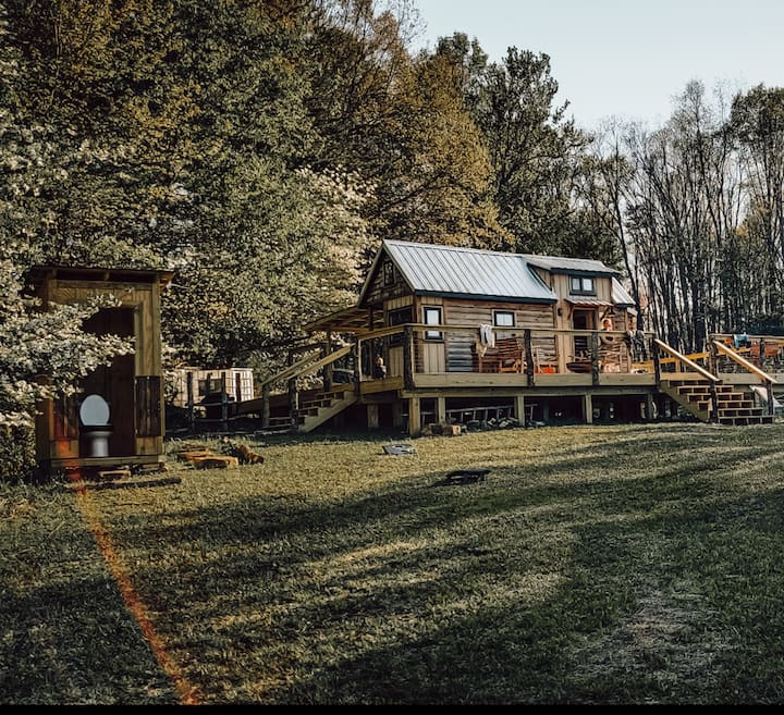Glamping on 116 Acre Farm- Tiny House