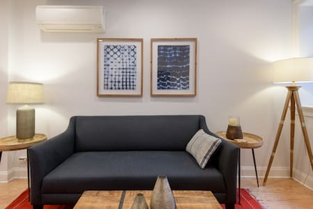 Gorgeous Two Bedroom Apartment in the Heart of the City.