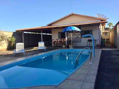 Casa 3/4 com varanda e piscina, sossego e lazer