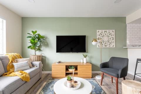JKL: 2 Bedroom Modern Rustic Farmhouse Awaits You!