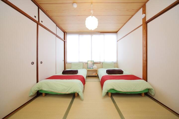 日本旅館スタイル。和室も洋室もあります。最寄り駅松屋町駅から徒歩5分。難波、心斎橋、道頓堀、10分 - Osaka - Apartamento