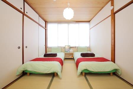日本旅館スタイル。和室も洋室もあります。最寄り駅松屋町駅から徒歩5分。難波、心斎橋、道頓堀、10分 - Lägenhet