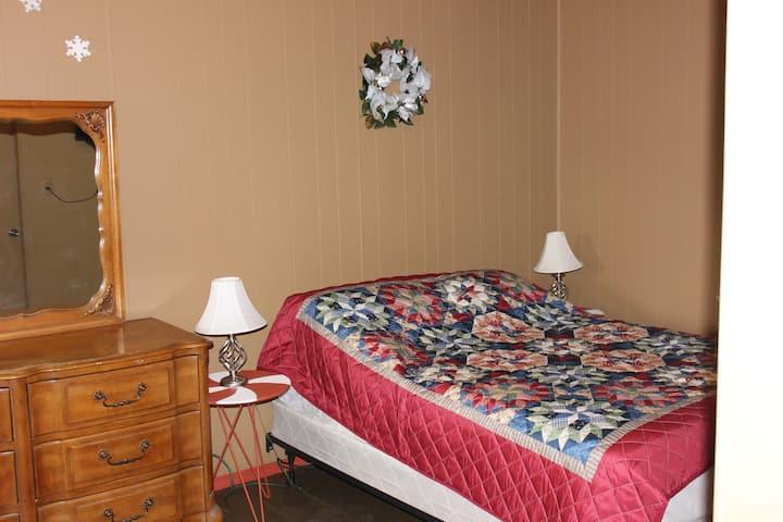 Snowman's Retreat Private Room Private Entrance