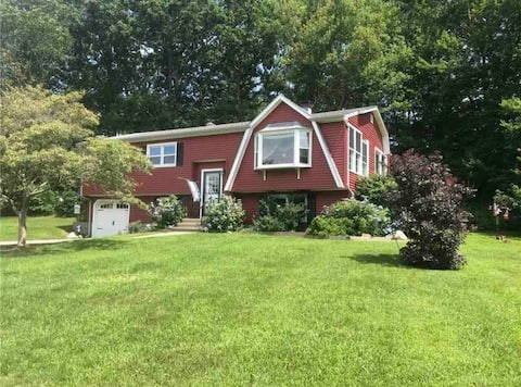 Full house rental close to beaches and stores