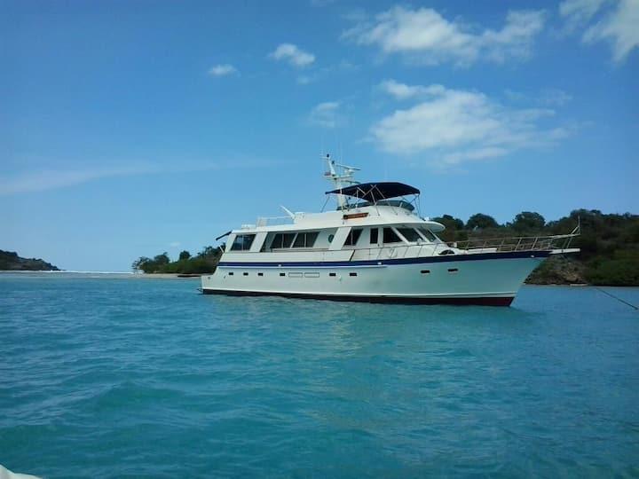 BIG 73' YACHT-VIP Guest Stateroom @Dockyard Marina