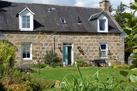 Aberlour Cottage - Classic Highland Village Home - Aberlour