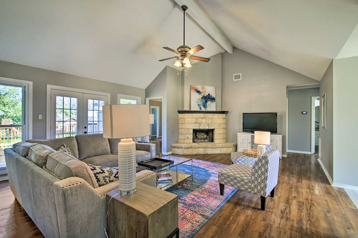 NEW! Renovated Home on Cibolo Creek w/ Fire Pit!