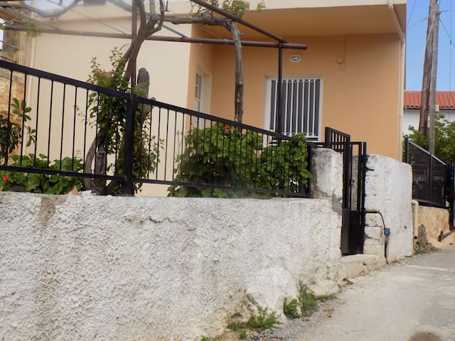 Brand New House in the Heart of Kefalas