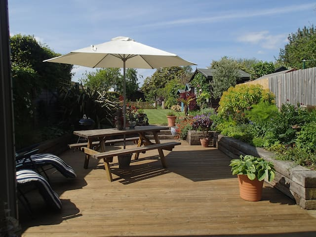 Open Plan Family Holiday Home with lovely garden - Bembridge - บ้าน