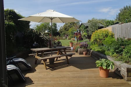 Open Plan Family Holiday Home with lovely garden - Bembridge