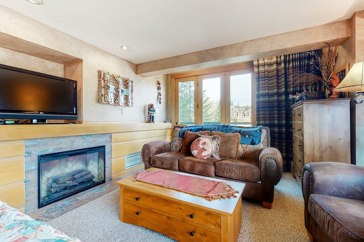 New listing! Cozy ski-in/ski-out condo w/ a shared pool, hot tub, & fitness room